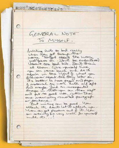 Nota de Douglas Adams a sí mismo hallada en una de las 67 cajas de su archivo, que se encuentra en el St John's College, en Cambridge.