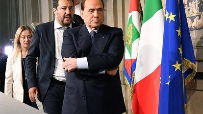 Silvio Berlusconi con la delegación del centroderecha el 7 de mayo en el Quirinal.