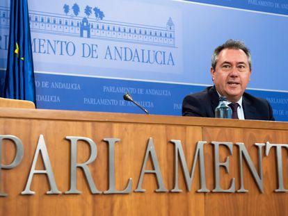 El líder socialista andaluz, Juan Espadas, en el Parlamento andaluz esta semana.
