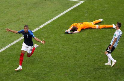 Mbappé festeja el cuarto gol de Francia ante Argentina.