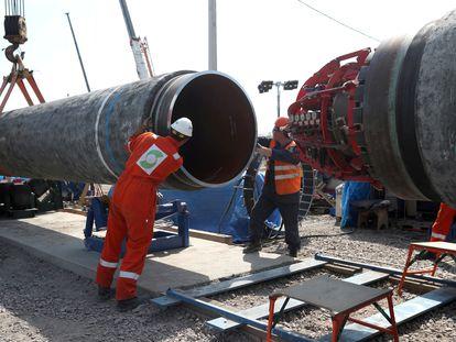 Trabajadores en la construcción del gaseoducto NordStream2, cerca de la localidad de Kingisepp, en la región rusa de Leningrado, en junio de 2019.