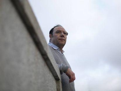 El investigador Manuel Pérez, junto al Auditorio Nacional.
