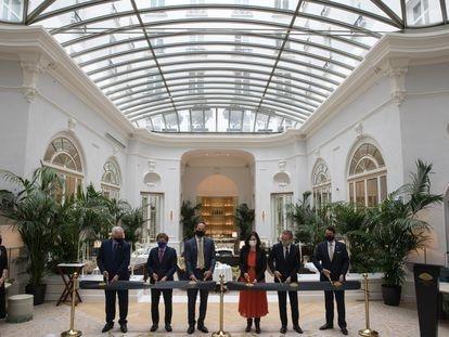 Tradicional corte de cinta de reapertura de Mandarin Oriental Ritz Madrid, al que ha asistido la presidenta de la Comunidad Isabel Diaz Ayuso y el alcalde de Madrid José Luís Martinez-Almeida.