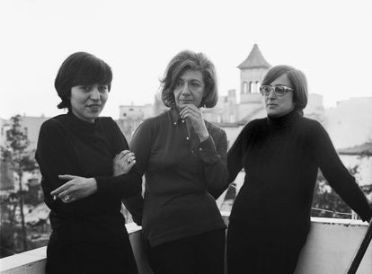Ana María Moix, Ana María Matute y Esther Tusquets en Sitges en 1970.