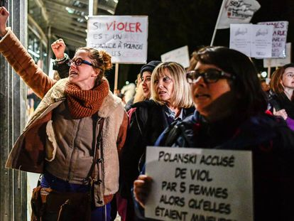 Feministas francesas protestan contra Roman Polanski en octubre de 2017 en París.