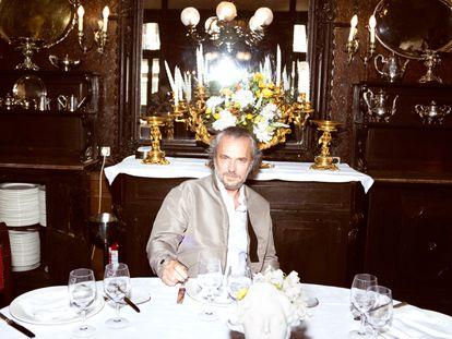 Jose Coronado posa para ICON en el interior del restaurante Lhardy de Madrid. Un clásico dentro de otro clásico.