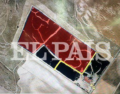 Foto aérea de la superficie quemada (en rojo) en el vertedero de neumáticos de Seseña.
