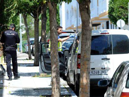 La policía investiga en el lugar del suceso en Marbella. JOSÉ SÁNCHEZ / VÍDEO: ATLAS