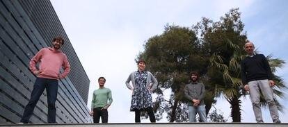 De izquierda a derecha, los investigadores del ICFO Dario Lago, Samuele Grandi, Jelena Rakonjac, Alessandro Seri y Hugues de Riedmatten.