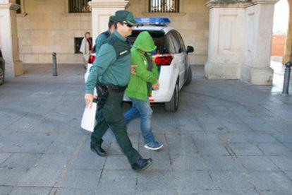 Uno de los implicados por tráfico de medicamentos llega a declarar al juzgado número 3 de Teruel.