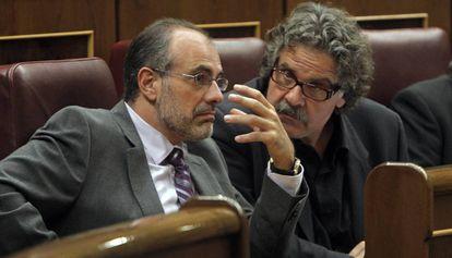 Joan Ridao (i), junto a Joan Tardà, en el Congreso, en 2009.