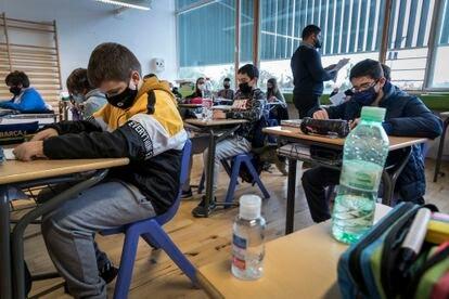 Alumnos, en una clase de primero de la ESO en un colegio de Valencia.