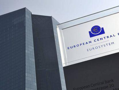 Vista del logotipo del Banco Central Europeo en su sede de Fráncfort.