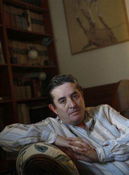 El poeta Luis García Montero, en su casa de Madrid.