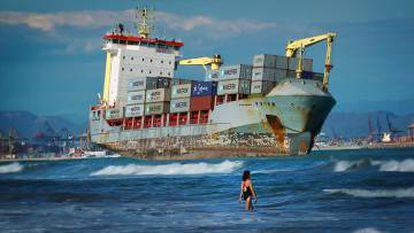 60.000 barcos cargueros recorren los mares y océanos para transportar miles de productos.