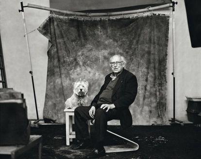 """Oriol Maspons (Barcelona, 1928-2013) se enfrentó con su obra y con su emblemático artículo 'Salonismo' al oficialismo fotográfico de la dictadura premiado en los salones de la época. """"En sus últimos años no hacía fotos"""", explica su viuda, Coral. """"Pero se mantuvo joven y curioso""""."""