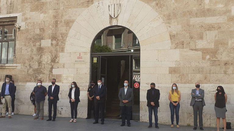 Concentración frente al Palau de la Generalitat, sede del Gobierno valenciano, en protesta por el último crimen de violencia machista.