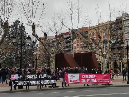 Protesta de Hostelería en Logroño a la que se han unido otros sectores afectados como ocio nocturno, autónomos o casas rurales.