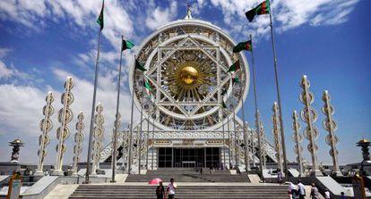 Edificio de mármol en la capital de Turkmenistán.
