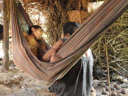En el mundo quedan apenas 100 pueblos indígenas no contactados bajo la amenaza de extinción. La muerte de una mujer awá en la selva amazónica ejemplifica su lucha por el derecho a permanecer en su tierra y aislados