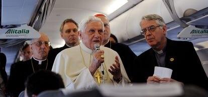 El Papa Benedicto XVI realiza una declaración a la prensa durante su viaje a Portugal.