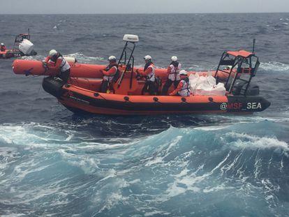 De buscar petróleo en el golfo de México a salvar migrantes en el Mediterráneo central