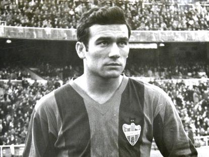 Antonio Calpe, con la camiseta del Levante.