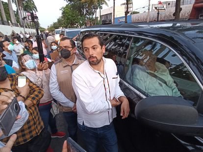 Miembros de la Coordinadora Nacional de Trabajadores de la Educación bloquearon el convoy donde viajaba el presidente de México, Andrés Manuel López Obrador a su llegada a Tuxtla Gutiérrez, Chiapas.