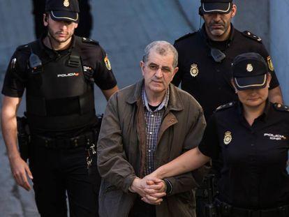 Miguel Rosendo, a su llegada a la Audiencia de Pontevedra en una de las primeras sesiones del juicio.
