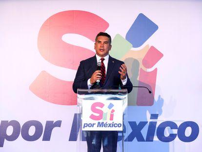 El dirigente del Partido Revolucionario Institucional (PRI), Alejandro Moreno, durante una rueda de prensa en Ciudad de México  en noviembre de 2020. EFE/José Méndez