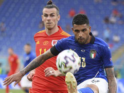 Emerson despeja ante Bale.