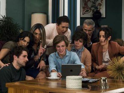 La serie que dirige Manolo Caro supone una revolución para el género por excelencia de la televisión mexicana