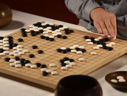 Una de las partidas entre el campeón Fan Hui y el programa 'AlphaGo'.
