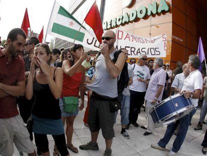 Manifestantes en apoyo del sindicato de Sánchez Gordillo.