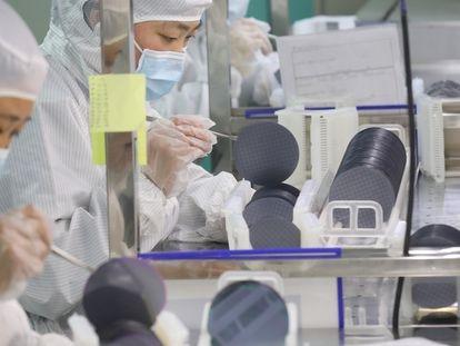 Planta de microchips de la empresa Jiejie Semiconductor Co. en Nantong (China), el pasado marzo.