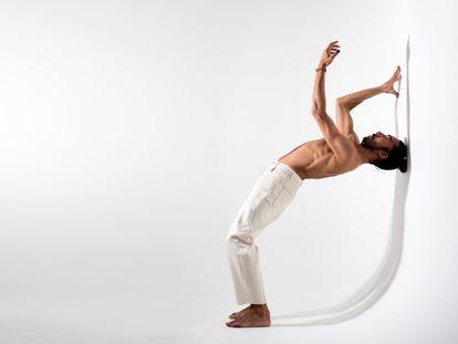 Eduardo Guerrero, en un ensayo de su nuevo espectáculo 'Debajo de los pies', que estrenará en el Festival de Jerez.