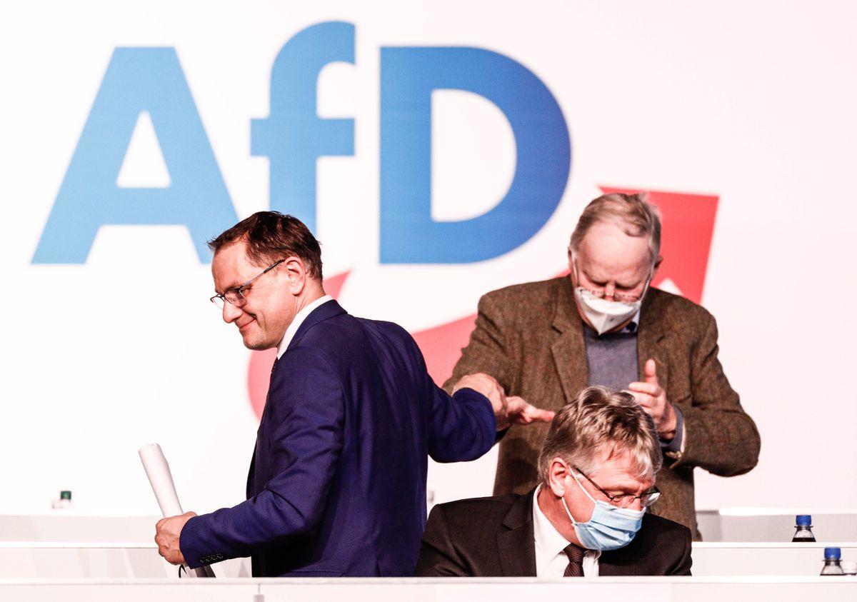 AfD aprueba su nuevo programa: fin a las restricciones, control fronterizo y salida de la UE