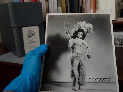 Esta fotografía del transformista cubano Bobby de Castro, realizada por Armand, un famoso fotógrafo, es una de las piezas del archivo CubaneCuir.