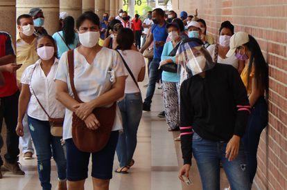 Fotografía fechada el 18 de junio de 2020, en Barranquilla (Colombia), una ciudad que con su vecina Cartagena suman los más altos índices de contagios y muertes por covid-19 y donde se está celebrando el encuentro anual del Banco Interamericano de Desarrollo.