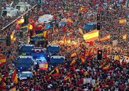 La Gran Vía en Madrid abarrotada de aficionados