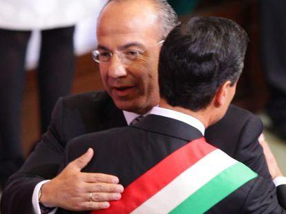 Calderón entrega la presidencia a Peña Nieto.