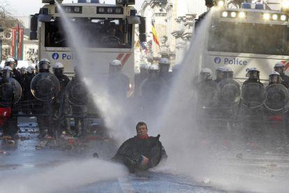 Protestas ayer en Bruselas contra el Pacto del Euro.
