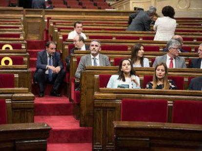 Un acuerdo 'in extremis' en el Parlament evita la ruptura entre los partidos que sostienen a Torra
