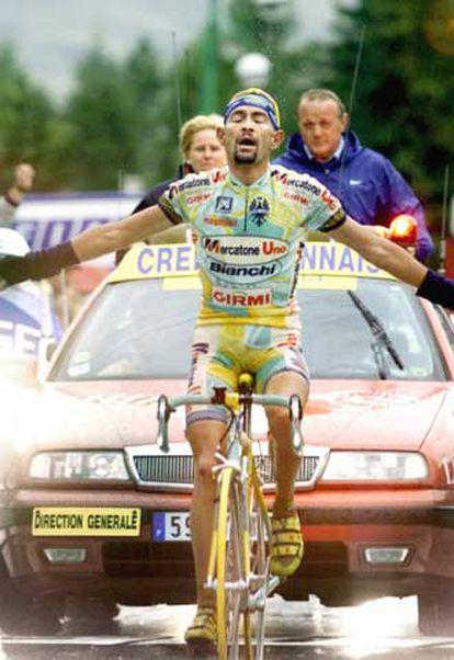 Pantani, tras imponerse en el Galibier.