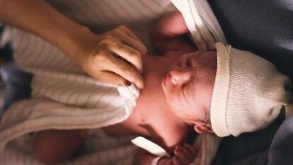 El parto, nacer, influye el presente y futuro de la madre y del niño, de ambos.