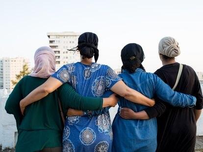 Cuatro de las temporeras de la fresa de Huelva defendidas por la organización Women's Link.