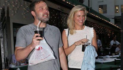 Ben Affleck y la productora Lindsay Shooku, el pasado mes de julio.