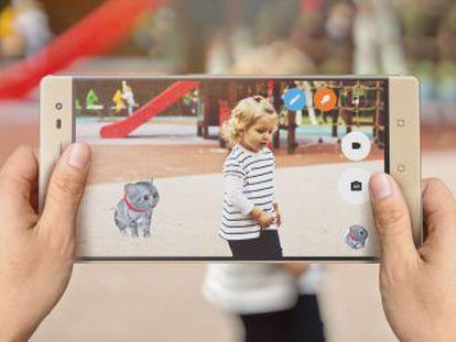 Este smartphone es el primero con Tango, la tecnología de Google que mezcla imágenes reales y virtuales