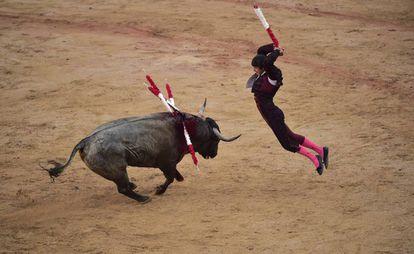 El banderillero Joao Ferreira, ayer durante la tercera corrida de toros de San Fermín 2019.
