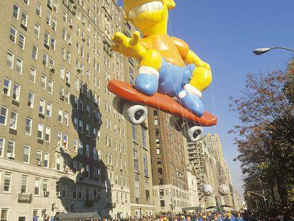 Bart Simpson durante su primera aparición en el popular desfile de Acción de Gracias organizado en Nueva York por los grandes almacenes Macy's. Fue en 1990, el mismo año en que triunfó en la música con el disco 'The Simpson sing the blues'.